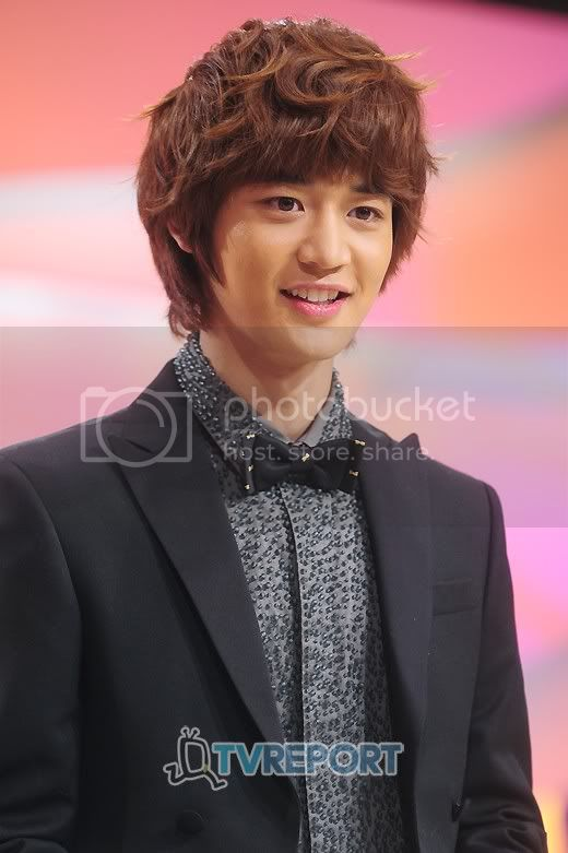http://i619.photobucket.com/albums/tt271/weareshining/MINHO03/20111201_1322741567_94501600_1.jpg