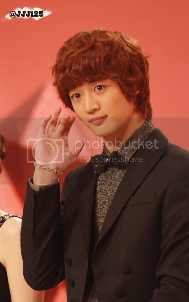 http://i619.photobucket.com/albums/tt271/weareshining/MINHO03/738d4643gw1dnnm6s3mfoj.jpg